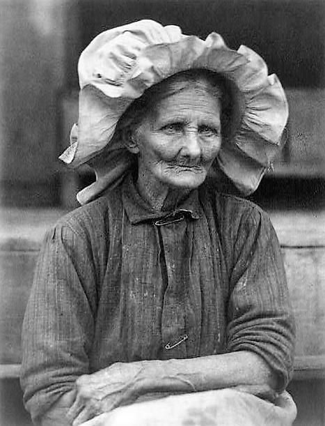 Old woman in sunbonnet 1934 by photographer Doris Ulmann (Library of Congress) (2)