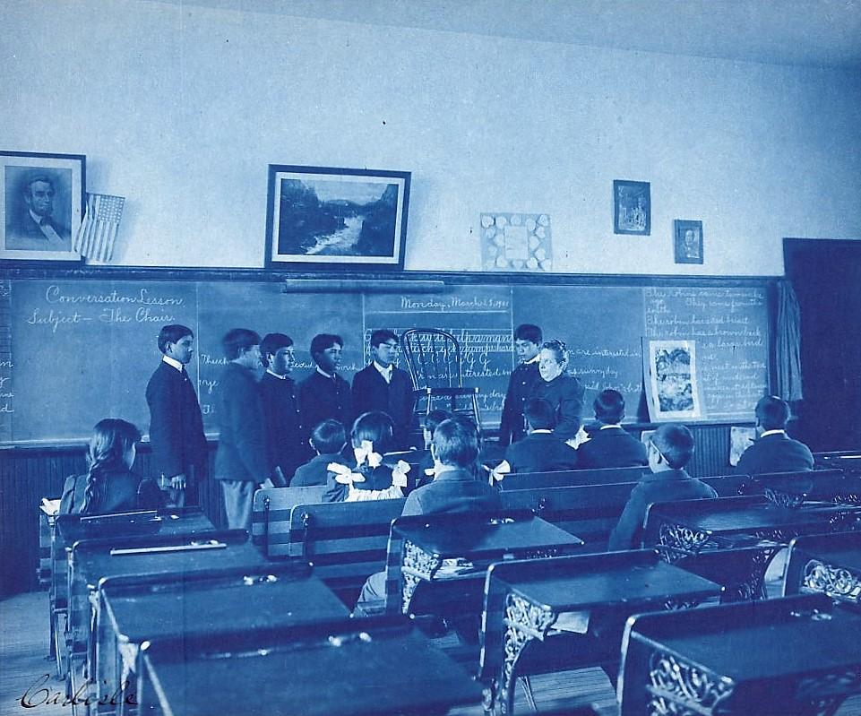 Teaching conversation (1901 Benjamin Johnston, Library of Congress)