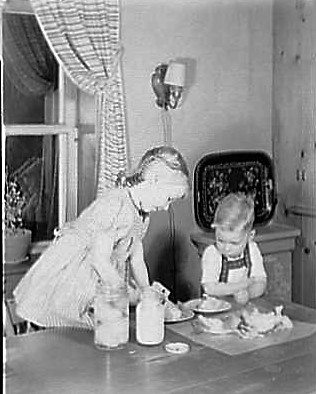 w-c-wicks-residence-route-1-east-stroudsburg-pennsylvania-susan-preparing-the-salad-1942-library-of-congress
