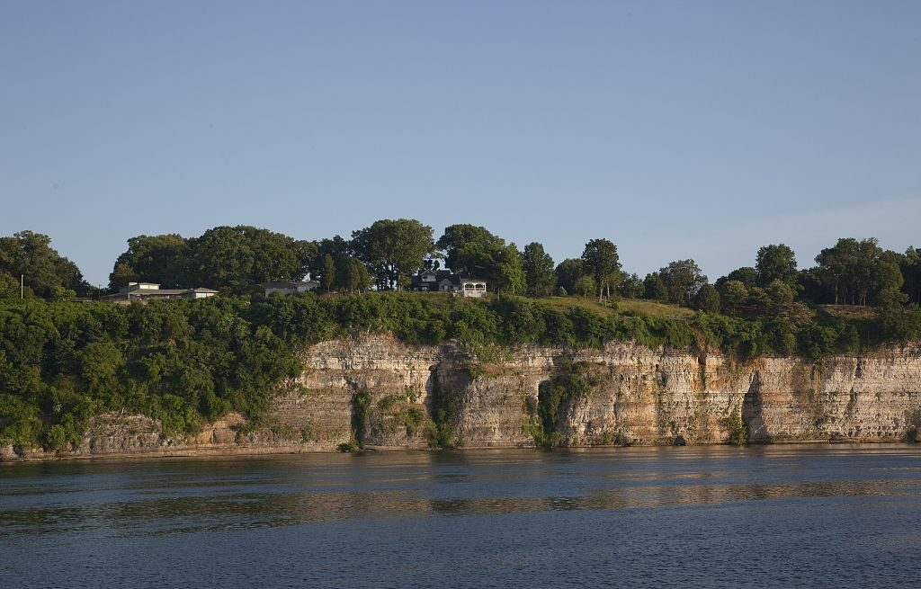 Cliffs on the Tennessee River overlook Florence, Alabama 2010 (photographer Carol Highsmith, Library of Congress)
