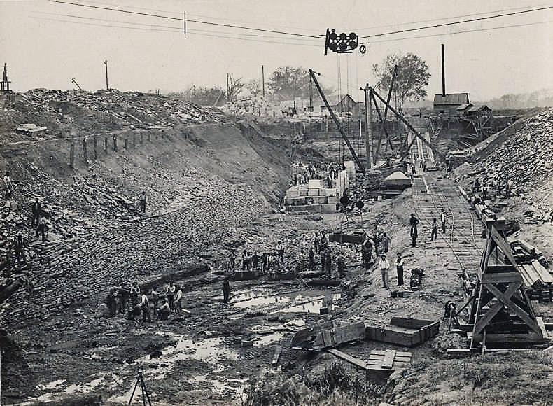 construction-of-the-colbert-shoals-lift-lock-on-the-tennessee-river-near-riverton-alabama-nov-8-1895-alabama-department-of-archives-and-history