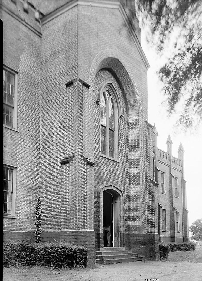 alex-bush-photographer-april-8-1935-close-up-north-front-entrance-old-southern-university-university-avenue-college-street-greensboro-hale-count
