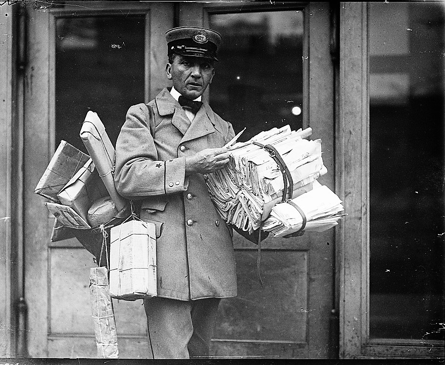 mail-carrier-in-1923-harris-ewing-photographer-library-of-congress