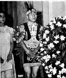 Native-Americans from Oklahoma visited Alabama on 1st Flag Day in World War Memorial Building
