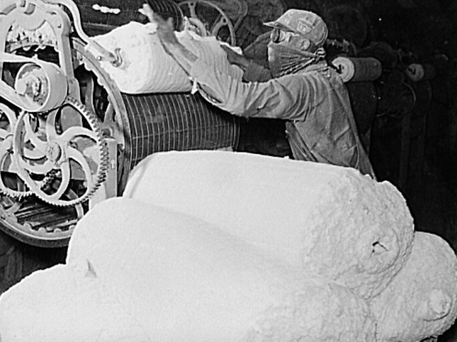 In a cottonseed oil plant, every part of the cotton was used in 1939 -[vintage pictures]