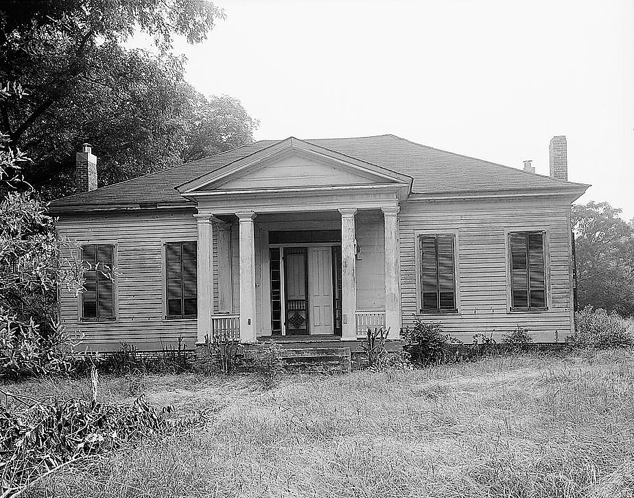 Queensdale was a large antebellum plantation in lowndes for 1800s plantation homes