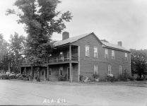 Where was the exact location of the historic Dennis hotel in present-day Dadeville, Alabama?