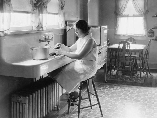 PATRON + GOOD OLE DAYS – Household tips from 1908 – newspapers and bedrooms