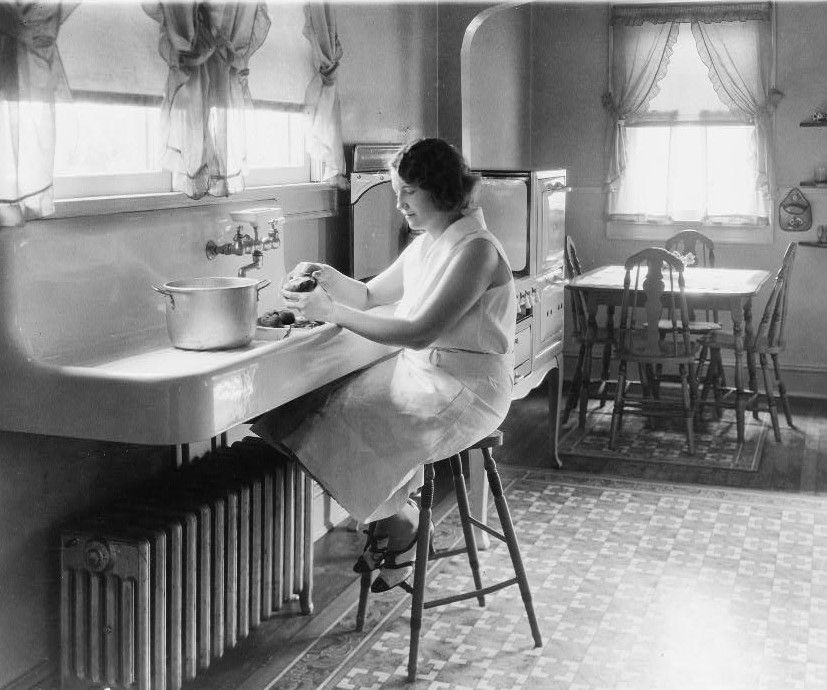 PATRON + SATURDAY SECRETS – Household tips from 1908 – newspapers and bedrooms