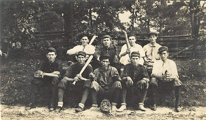 PATRON - Some old Baseball pictures from the past