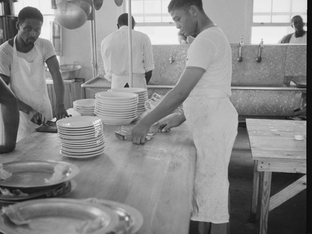 PATRON + (Old Photos) Alabama farmers supplied food for WWII soldiers – Part IV